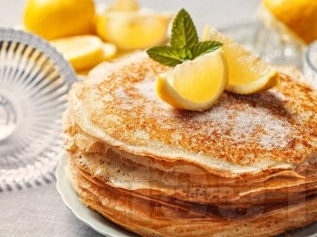 Палачинки с тесто от брашно, майонеза, яйца и топла вода - снимка на рецептата
